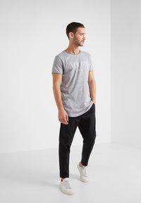 JOOP! Jeans - THORSTEN-S - T-shirt imprimé - grau - 1