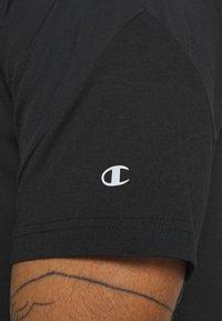 Champion - GET ON TRACK - Camiseta estampada - black - 5
