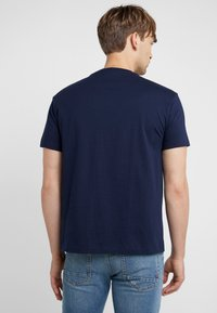 Polo Ralph Lauren - SHORT SLEEVE - T-shirt imprimé - cruise navy