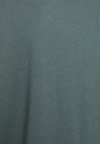 Even&Odd Curvy - Basic T-shirt - green - 2