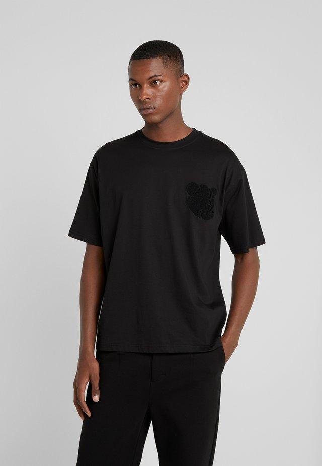 EDDIE - Print T-shirt - black