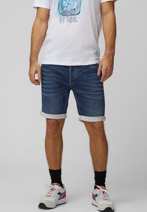 SHORTS REGULAR FIT - Shorts vaqueros - medium blue denim