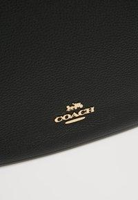 Coach - POLISHED SUTTON - Sac à main - gold/black - 6