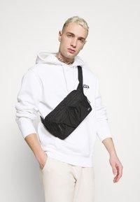 adidas Originals - PANT UNISEX - Verryttelyhousut - halo ivory - 3