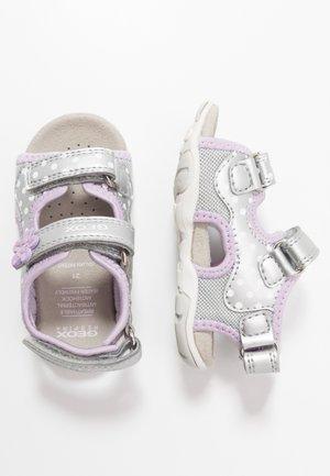 AGASIM GIRL - Zapatos de bebé - silver/lilac