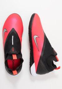 Nike Performance - REACT PHANTOM VISION 2 PRO DF IC - Indoor football boots - laser crimson/metallic silver/black - 1