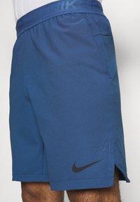 Nike Performance - FLEX VENT MAX SHORT - Pantaloncini sportivi - mystic navy/black - 4