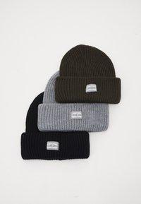 black/grey/khaki