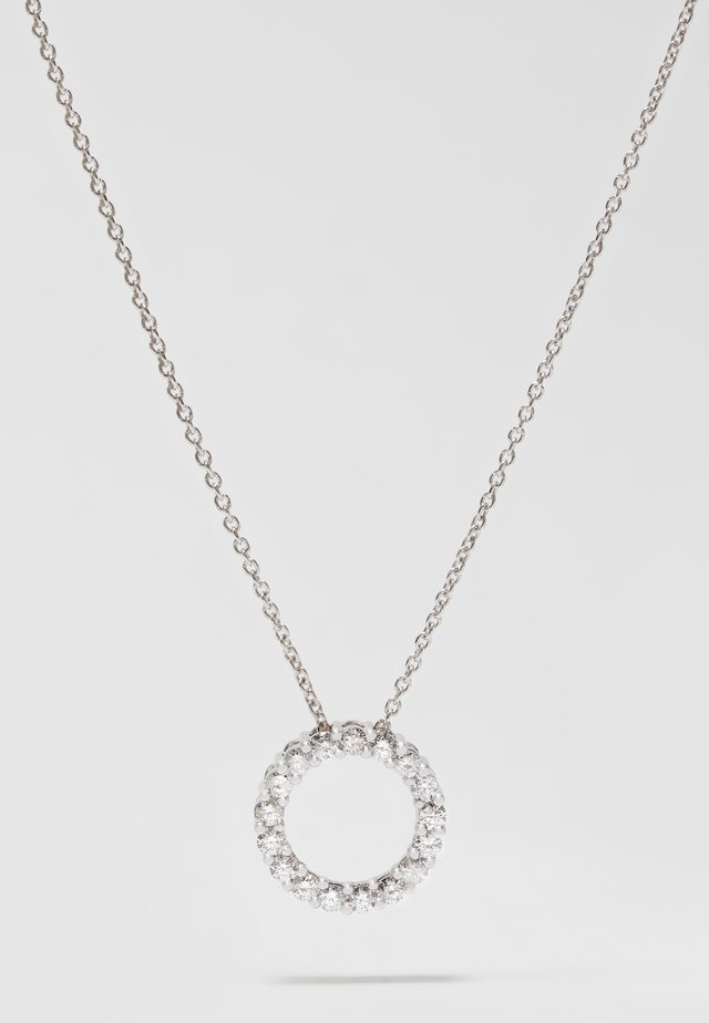 9KT WHITE GOLD 0.49CT CERTIFIED DIAMOND CIRCLE PENDANT WITH CHAIN - Halskæder - silver-coloured