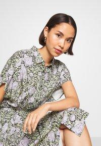 Monki - NINNI DRESS - Košilové šaty - green - 3