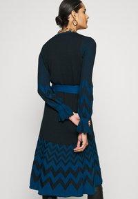 Diane von Furstenberg - CHELSEY DRESS - Jumper dress - black/harringbone dark ocean - 5