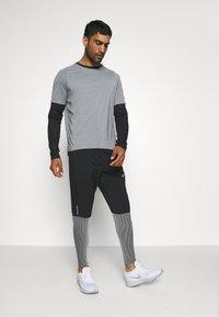 Nike Performance - BRTHE - Camiseta estampada - grey fog/particle grey/reflective silver - 1