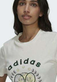 adidas Originals - TENNIS LUXE GRAPHIC ORIGINALS - T-shirt imprimé - off white - 6