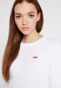 Levi's® - LS BABY TEE - T-shirt à manches longues - white - 5