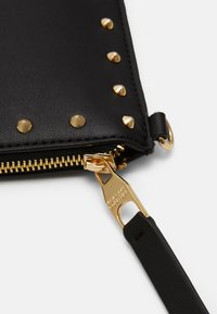 Versace Jeans Couture - MEDIUM POUCH STUDDED - Clutch - nero/oro - 4
