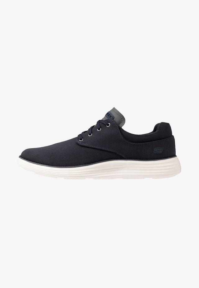 STATUS 2.0 BURBANK - Sneakers basse - navy
