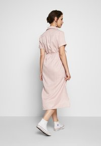 Glamorous Bloom - SHORT SLEEVE MIDI DRESS WITH BELT - Sukienka koszulowa - dusty pink - 2