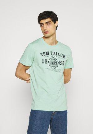 LOGO TEE - Print T-shirt - soft jade