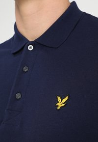 Lyle & Scott - Polotričko - navy - 4
