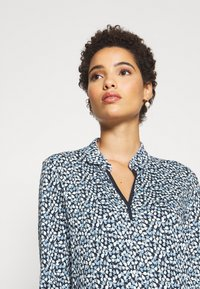 TOM TAILOR - BLOUSE WITH COLLAR - Blouse - navy blue - 4
