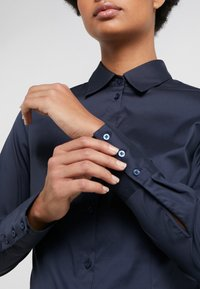 HUGO - THE FITTED - Button-down blouse - navy - 5