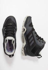 adidas Performance - TERREX AX3 MID GORE-TEX - Trekingové boty - core black/dough solid grey/purple tint - 1