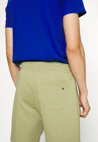 Tommy Hilfiger - BASIC EMBROIDERED  - Shorts - green - 3