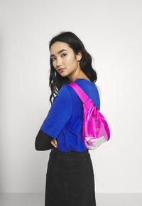 Nike Sportswear - HERITAGE - Bum bag - fire pink/white - 4