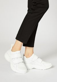 RISA - Trainers - white - 0