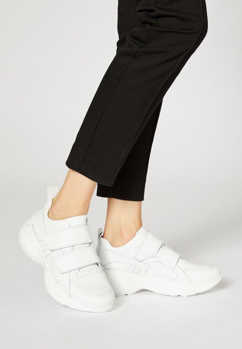 RISA - Sneakersy niskie - white