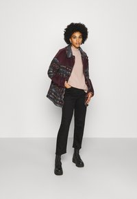 BDG Urban Outfitters - DYLAN DONKEY TAPESTRY JACKET - Summer jacket - burgundy - 1