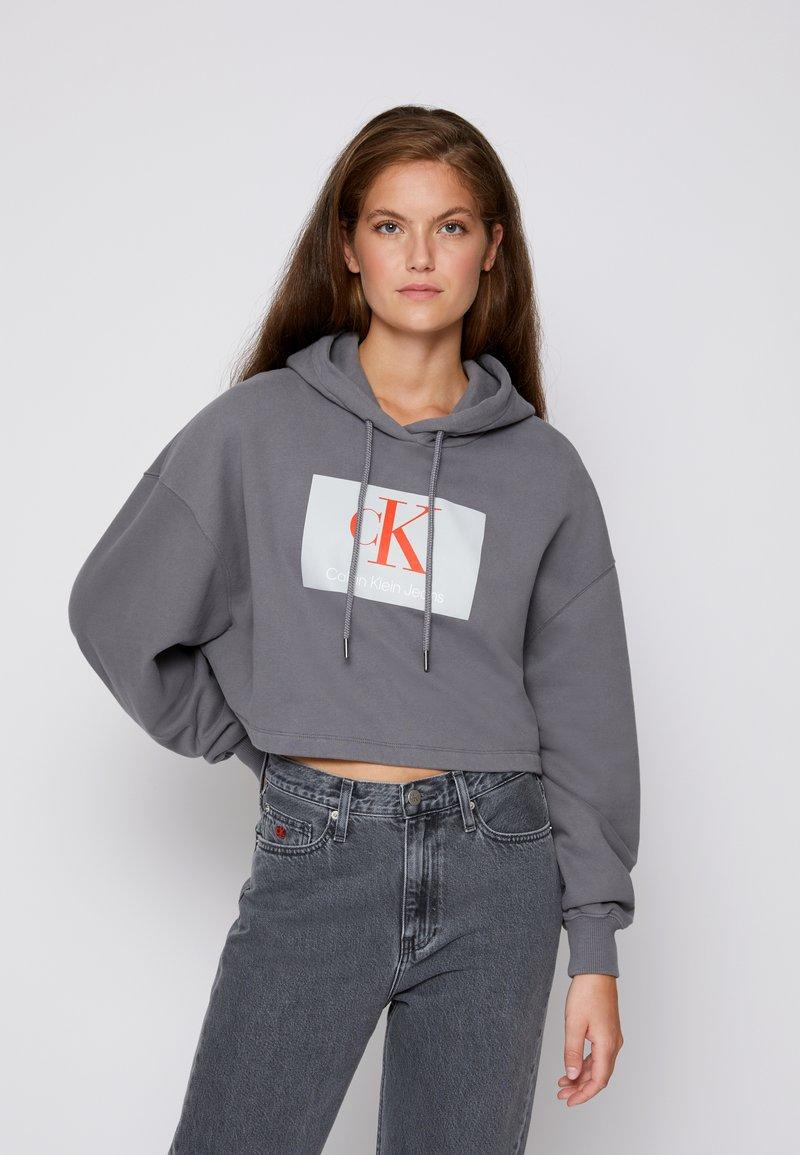 Calvin Klein Jeans - CROPPED HOODIE - Hoodie - shining armor