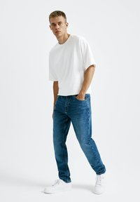 PULL&BEAR - Straight leg jeans - mottled light blue - 1