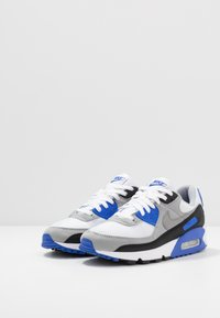 Nike Sportswear - AIR MAX 90 - Sneakers laag - white/particle grey/light smoke grey/black/hyper royal - 2