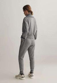 OYSHO_SPORT - Teplákové kalhoty - light grey - 2