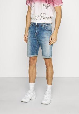LANCE - Denim shorts - alfa andamaged wash