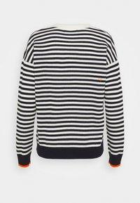 CHINTI & PARKER - STRIPE WITH CONTRAST NECK - Pullover - cream/navy/orange - 1