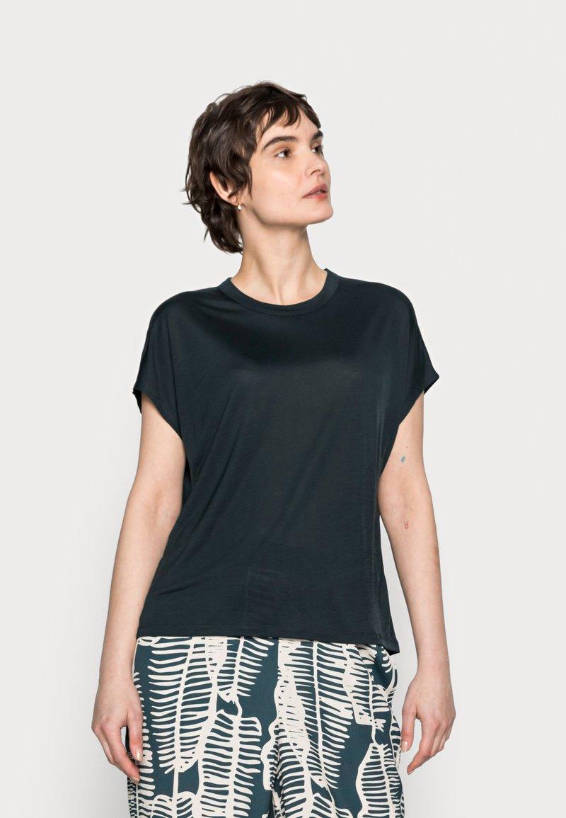 someday. - KANJA - Basic T-shirt - pacific