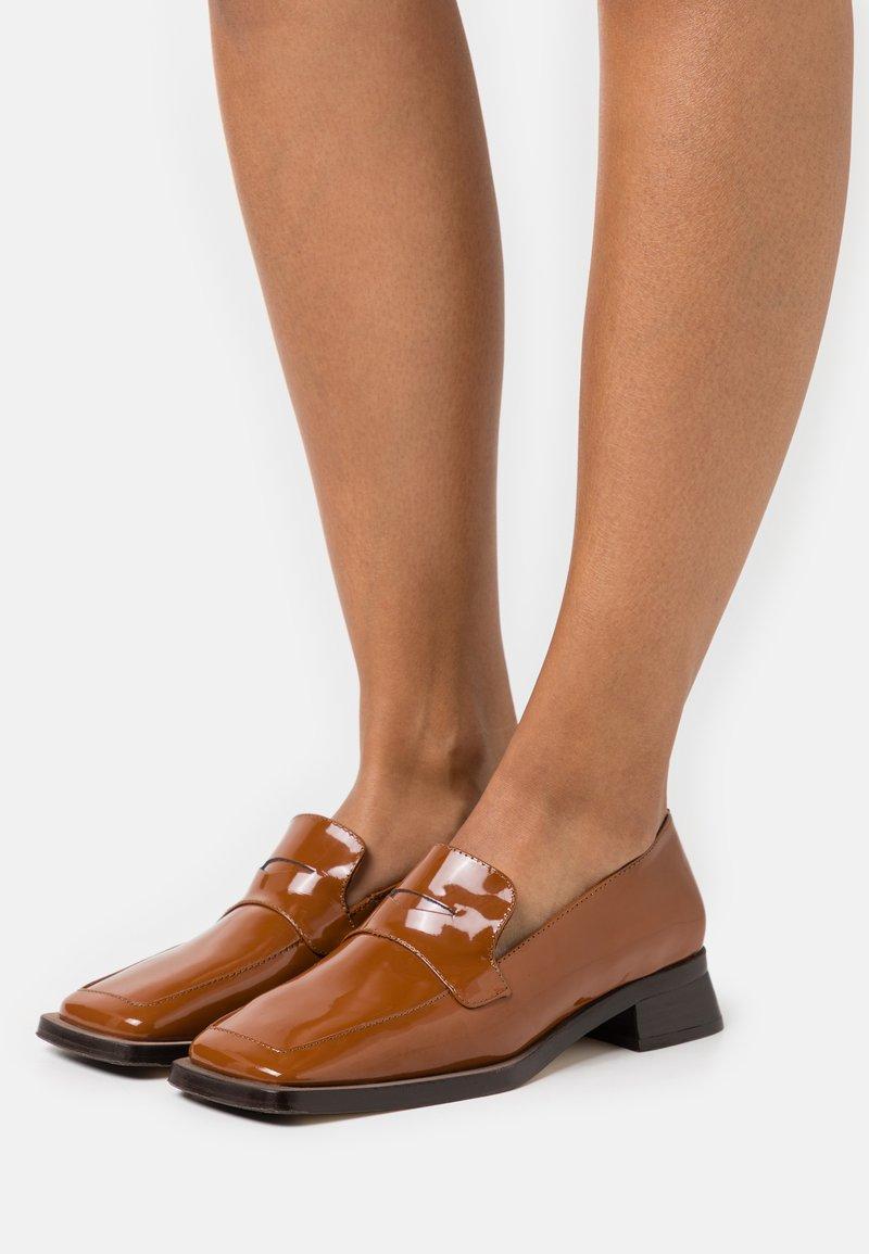 MIISTA - PECAN - Nazouvací boty - brown