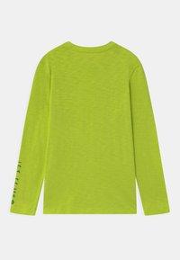 GAP - BOY STAR WARS MANDALORIAN - Maglietta a manica lunga - green thumb - 1