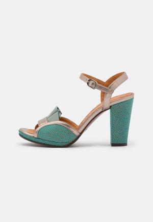 AKAELA - Sandaalit nilkkaremmillä - dali iron/freya fango/pina blue
