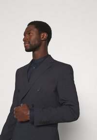 Selected Homme - SLIM FIT DOUBLE BREASTED SUIT - Oblek - dark blue/grey - 6