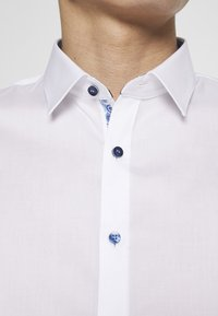 OLYMP - OLYMP NO.6 SUPER SLIM FIT  - Formal shirt - weiss - 5