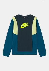 Nike Sportswear - AMPLIFY CREW - Sudadera - deep ocean/green abyss/liquid lime/volt - 0