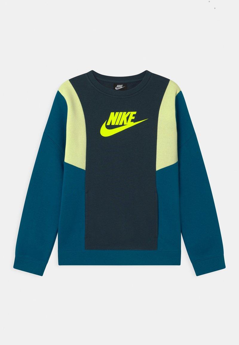 Nike Sportswear - AMPLIFY CREW - Sudadera - deep ocean/green abyss/liquid lime/volt