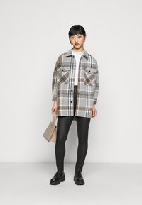 ONLY Petite - ONLELLENE VALDA CHACKET - Short coat - chipmunk - 1
