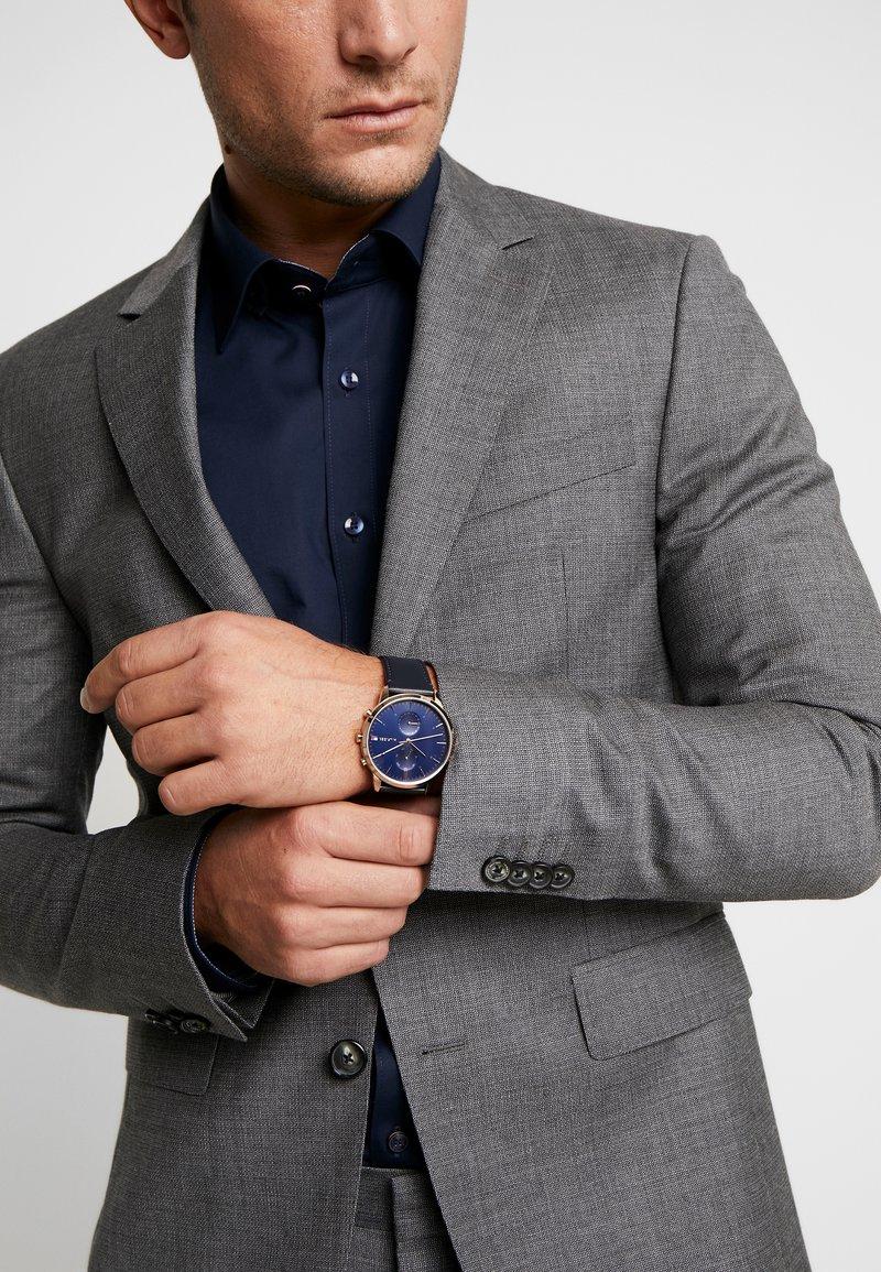 Tommy Hilfiger - WATCH - Watch - blue/gold-coloured