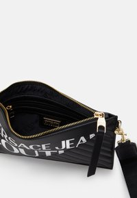 Versace Jeans Couture - MEDIUM POUCH LOGO - Clutch - nero - 2