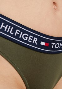 Tommy Hilfiger - AUTHENTIC THONG - G-strenge - olive night - 4