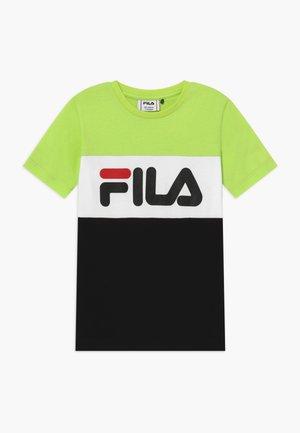 DAY BLOCKED TEE - T-shirt print - sharp green/black/bright white